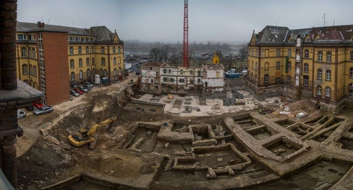 Two thousand year old archeological findings unearthed in the courtyard of the Buda Charity Hospital